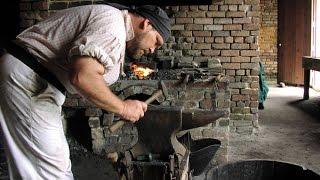 Ковка изделий. Ручная работа(Ковка ручная http://simulator.org.ua Художественная ковка - это самый распространенный способ художественной обработ..., 2014-09-19T13:31:16.000Z)