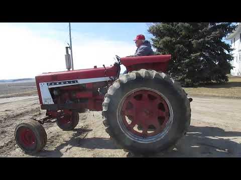 Repeat BigIron com 1967 Farmall 656 2WD Tractor 12-14-16