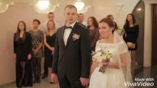 Невеста смеётся