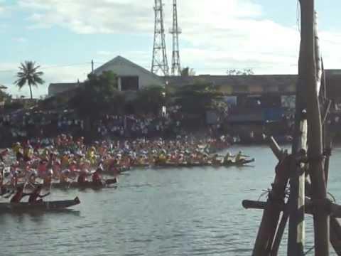 [Lễ hội đua thuyền Lệ Thuỷ]Bán phao bảng B.MP4
