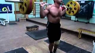 Акиф Рагимов (47 лет),  МСМК по ТА, присед 130 кг на 20  раз со сведёнными вместе ногами!!!