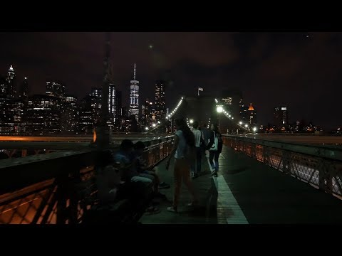 ⁴ᴷ Walking the Brooklyn Bridge to Manhattan in New York City at Night