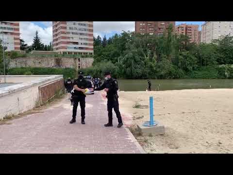 La Policía Nacional acordona la zona donde ha aparecido el cuerpo del varón de 36 años