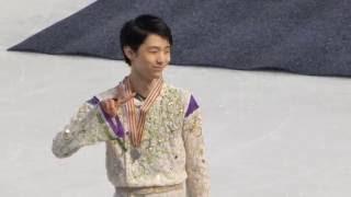 2016-04-01 Yuzuru Hanyu leaves the rink