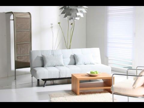 Интерьер комнаты с белой мебелью