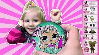 Алина открывает куколку L.O.L. Surprise - Новая LOL Baby Dolls и меняет куклам одежду