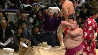 勝ち越しまで一番も負けられない安美錦の気合の入った相撲にご注目下さい.