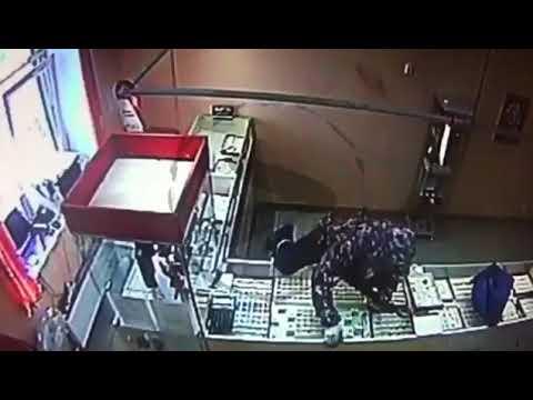 Вооружённое нападение на ювелирный магазин в Никольском Тосненского района
