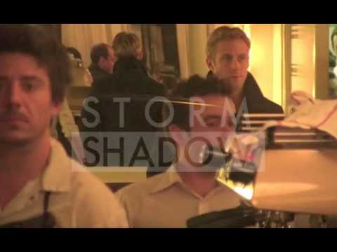Ryan Gosling and Eva Mendes having a romantic dinner in Paris !!!