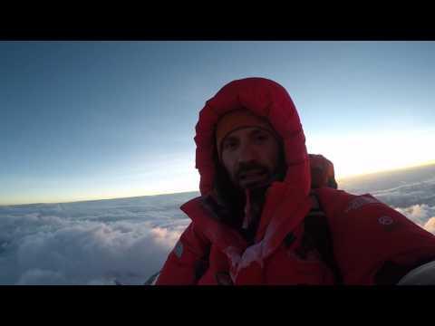 Магомед Дзейтов на вершине Эвереста
