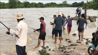 Amazing khmer fishing video | How to use hook to fishing in Cambodia | how to tie  on a fish hook