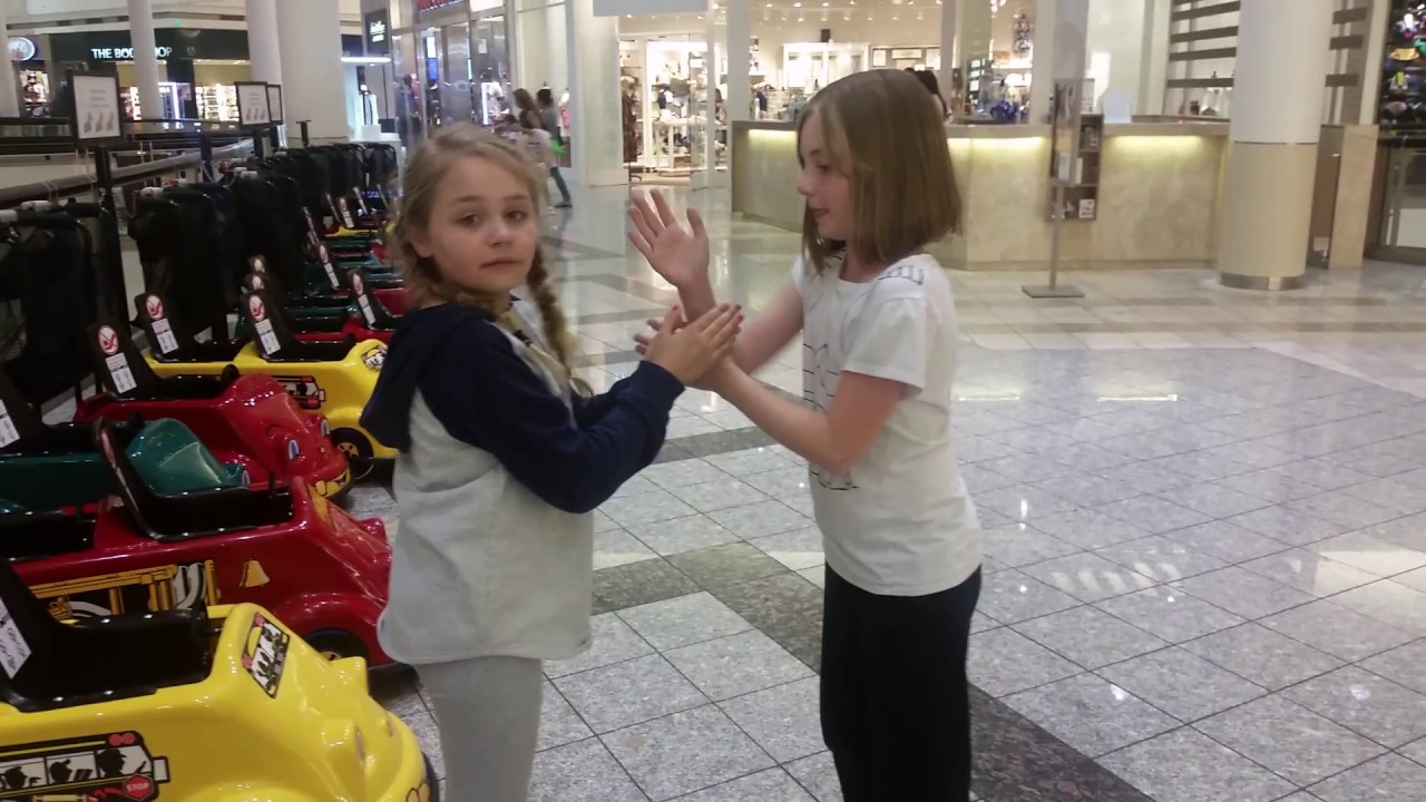 I Can Make Your Hands Clap Sister S Edition Youtube Clapping with one hand certainly takes practice, but can come in very handy when you are holding items, have a wrist or hand injury, or have one repeat this motion with your non dominant hand. youtube