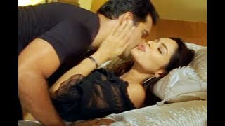 Repeat youtube video Mallika Sherawat and Himanshu Malik Kissing Scene - Khwahish - Bollywood Bedroom Scene