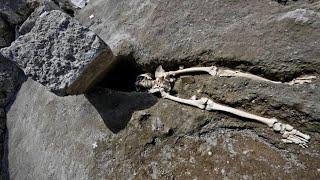 Skeleton of Pompeii man squashed by rock; YouTube sub feed experiment idea - 08/06/2018