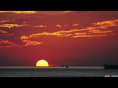 Закат в Гагре - На небе только и разговоров что о море