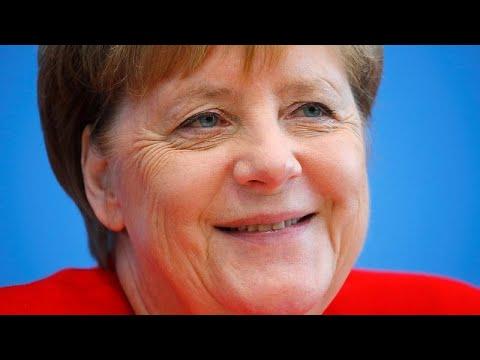 Gutgelaunt und topfit: Angela Merkel spricht erst mit der Presse und fährt dann in den Urlaub