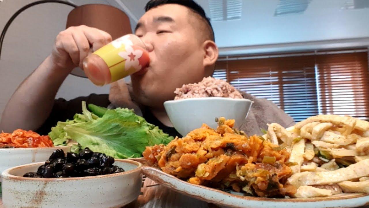 아침 8시40분 리얼 해장먹방 (토마토주스,고추장떡,텃밭쌈밥,어묵볶음,콩자반,배추김치)
