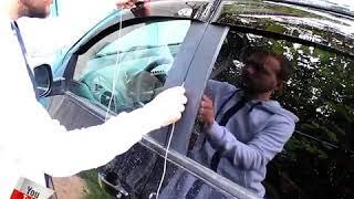 Cách mở cửa xe bị quên chì khóa - Mẹo vặt hay