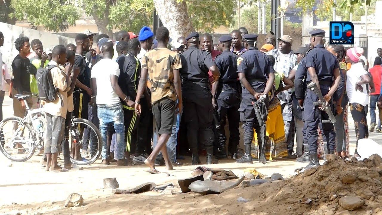 """Présidentielle 2019 : Des grenades lacrymogènes tirées sur des militants et sympathisants de la coalition """"Idy 2019"""" assis devant la permanence de Rewmi"""