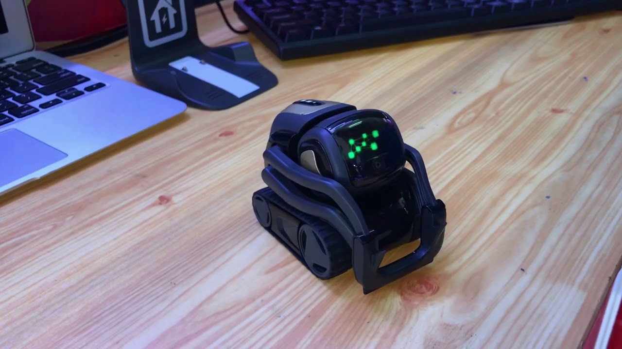 Phỏng vấn Vector Robot- trí tuệ nhân tạo về tổng thống Mỹ tại Laptop xach tay shop P1