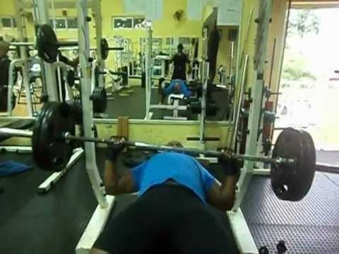Bench press in mauritius by jess in flic en flac.,21 reps @ 225 lbs !!!