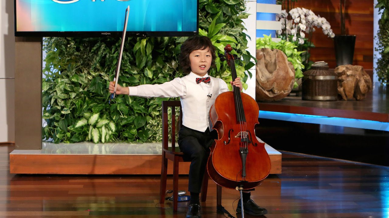 Amazing Young Cellist Wows the Audience - YouTube