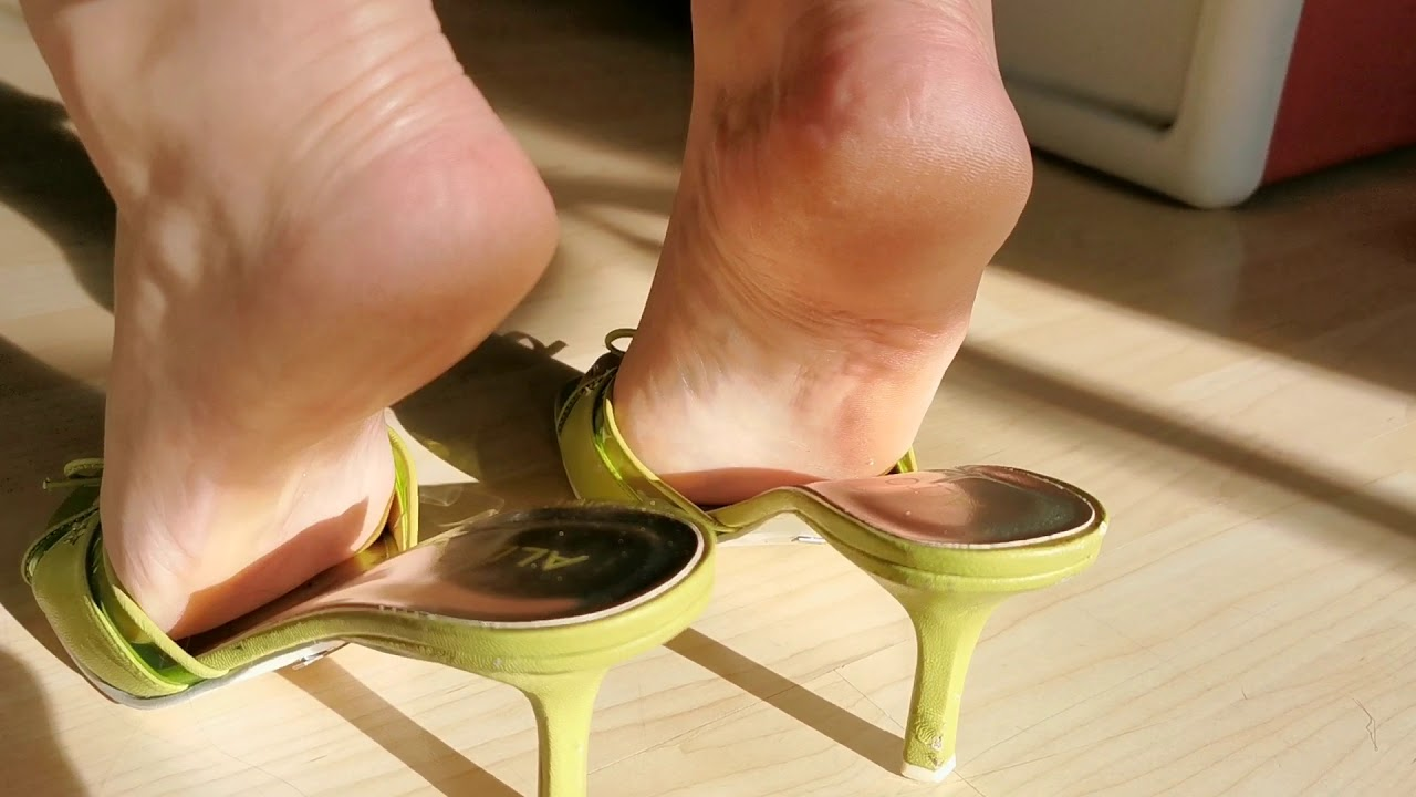 Green high heels mule and mature feet play