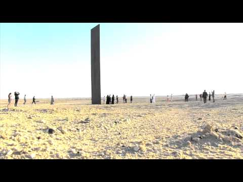 Richard Serra Unveils Sculpture in Qatar Desert