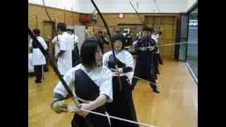 Kyudo op de Yukokan Highschool in Hirado
