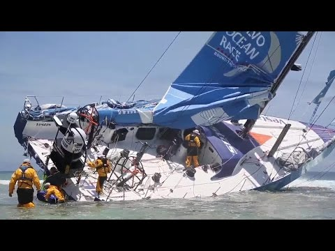 World on Water Dec 07.14 Sailing Show. Actual crash footage (language) Comanche v Wild Oats more