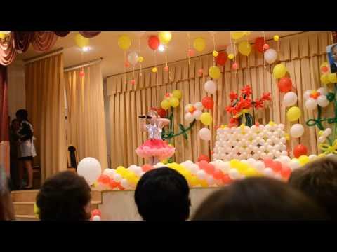 Яна выступает на выпускном вечере г.Когалым )))
