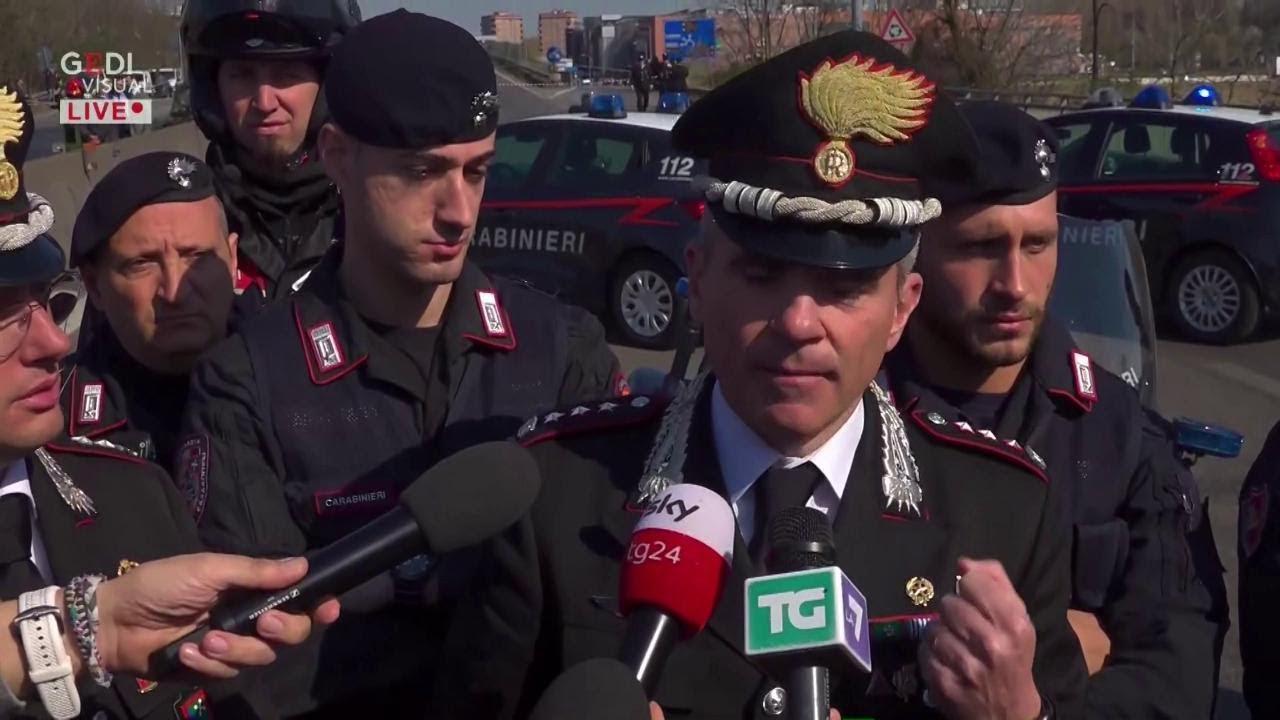 """Milano, autista dà fuoco a bus. Comandante Carabinieri: """"Un ragazzino a bordo ha lanciato l'allarme"""""""