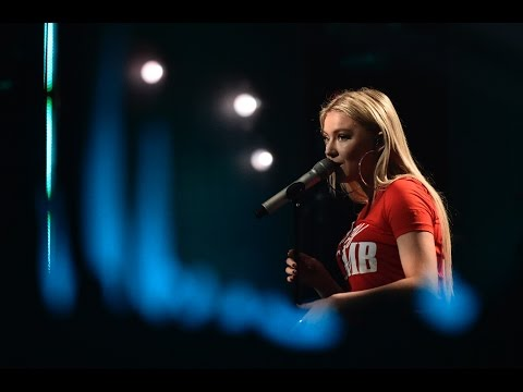 "Astrid S - ""Breathe"" - Live on Skavlan"