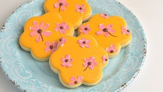 BRUSHED EMBROIDERY FLOWER COOKIES by HANIELA