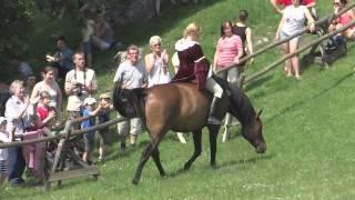 """Pokaz konny - """"Ogniem i mieczem"""" na Zamku w Ogrodzieńcu, 05.07.2014"""