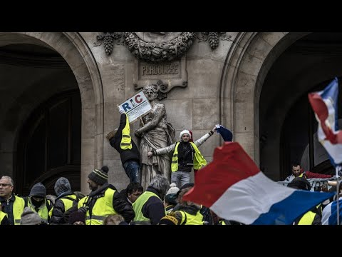 'Yellow vest' protests in France continue