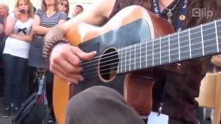 Biểu diễn guitar đường phố không thể chất hơn!