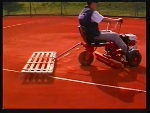 Court Buggy - Tennisplatzaufbereitung und -pflege - Video von Thomas Klaus