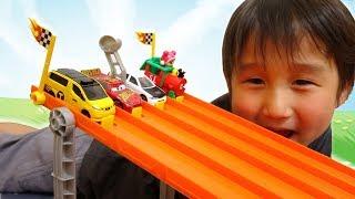 トミカでレース! はたらくくるま vs スポーツカー vs カーズ【かとちゃん】