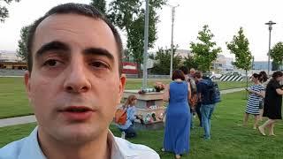 Семья из США убита в Грузии. Люди приходят к посольству.