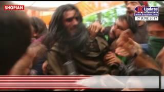 Gun Salute To Slain Militants A Fashion In Kashmir बंदूक से सलामी देते खुलेआम चुनौती दे रहे आंतकी