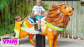 Thời gian vui chơi của Vlad và Nikita Kids trong Safari Park