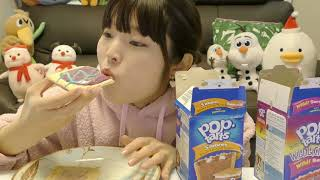 ネットで見つけたアメリカンなポップターツ食べる。(pop tarts)