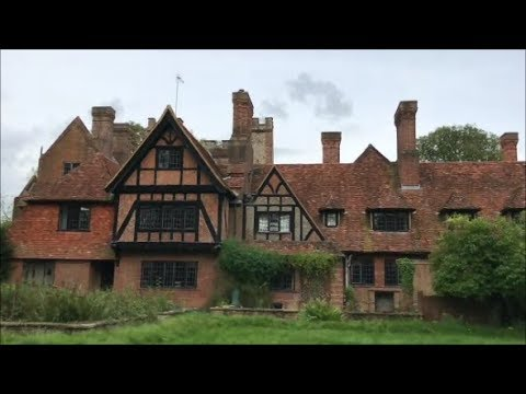 Exploring Pink Floyd's ABANDONED Mansion (FROZEN IN TIME)
