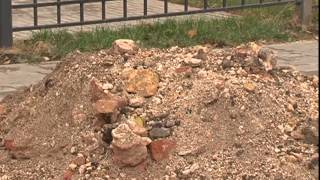 В Губкине раскопали старинный склеп(Рыли канализацию, а откопали усыпальницу XIX века. В Губкине рабочие обнаружили старинный склеп. В одной..., 2014-10-20T15:06:27.000Z)