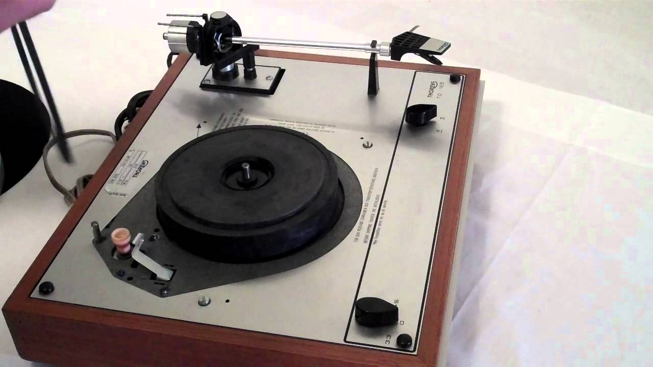 how to put the belt on a thorens td 165 160 150 145 146 147 turntable youtube. Black Bedroom Furniture Sets. Home Design Ideas