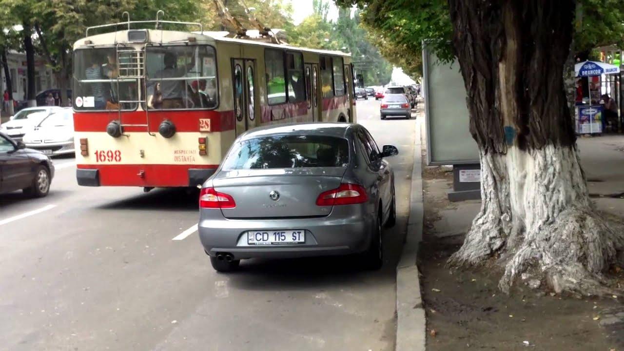 Mașină CD parcată ilegal în stație pe bulevardul central