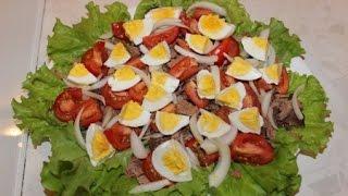 Салат с тунцом, яйцом и помидорами