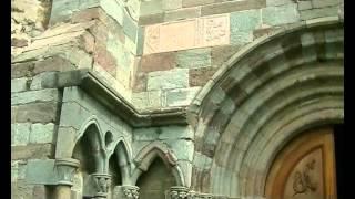 Il video è stato girato nella impressionante abbazia situata su uno...