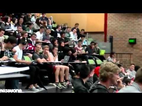 [Cười 24h] Thanh niên xem XXX trong lớp quên cắm phone và cái kết...!!!